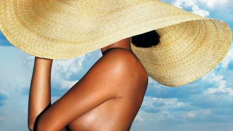 Befri brystvorten. På Instagram må kvinner dekke til brystvorten om de vil dele sommerbilder i bar overkropp. Det må de også i Dagens Næringsliv.
