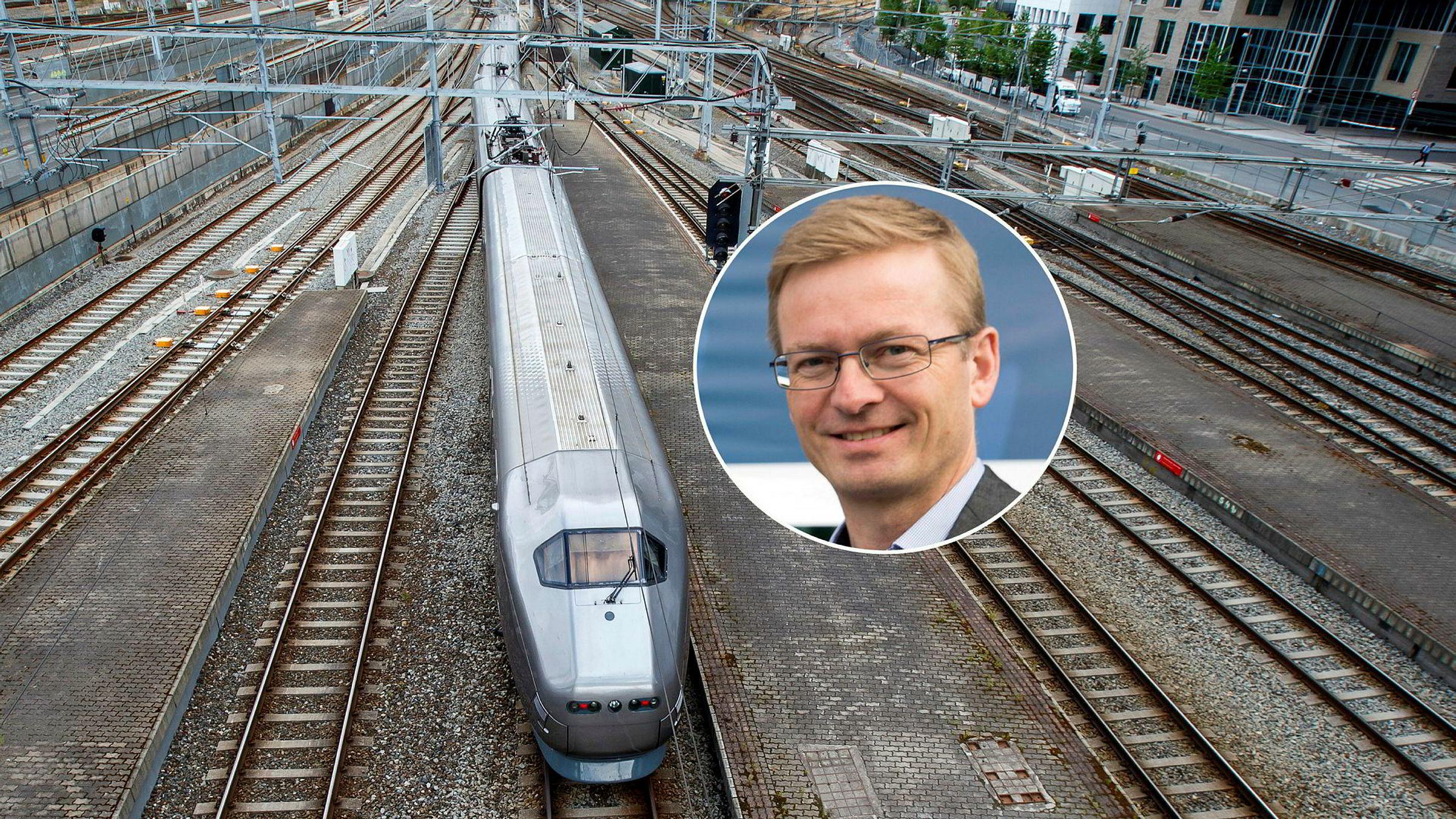 Leder for transportkomiteen på Stortinget, Helge Orten (H), mener det er feil om Jernbanedirektoratet går videre med planene om å bare ha ett togtilbud til Oslo lufthavn.