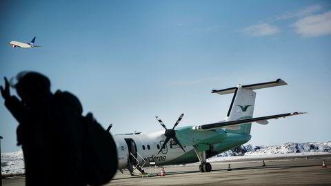 SAS har fått størst økning i flyavgiftene de senere årene – mens Widerøe rammes hardest og må stenge noen av flyrutene. Her fra Kirkenes lufthavn.