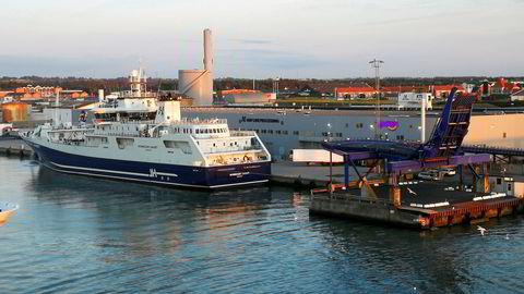 «Norwegian Gannet», her ved havn i Hirtshals hvor eierne har bygget en egen mottaksterminal for fisken.