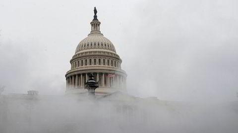 Den amerikanske kongressen vedtok mandag kveld en ny koronakrisepakke verdt 900 milliarder dollar.