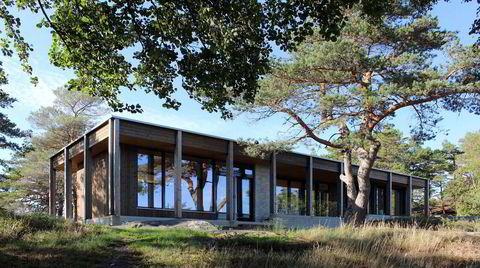 Trøster og bærer. Søylene rundt hytta er ikke bare til pynt. De er en del av den bærende konstruksjonen og lager «rom» under taket.