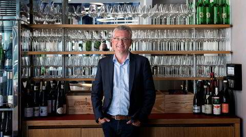 Vinmaker Thomas Haag med et utvalg av sine Schloss Lieser-viner.