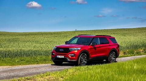 Svaiende grønne kornstrå og en svaiende, stor amerikansk suv som Ford Explorer kan gi sjelefred.