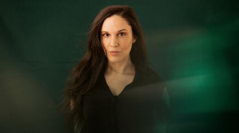 Simin Tander har røtter i Afghanistan, er født og oppvokst i Tyskland og bor nå i Norge. Musikken hennes er grenseløst vakker.