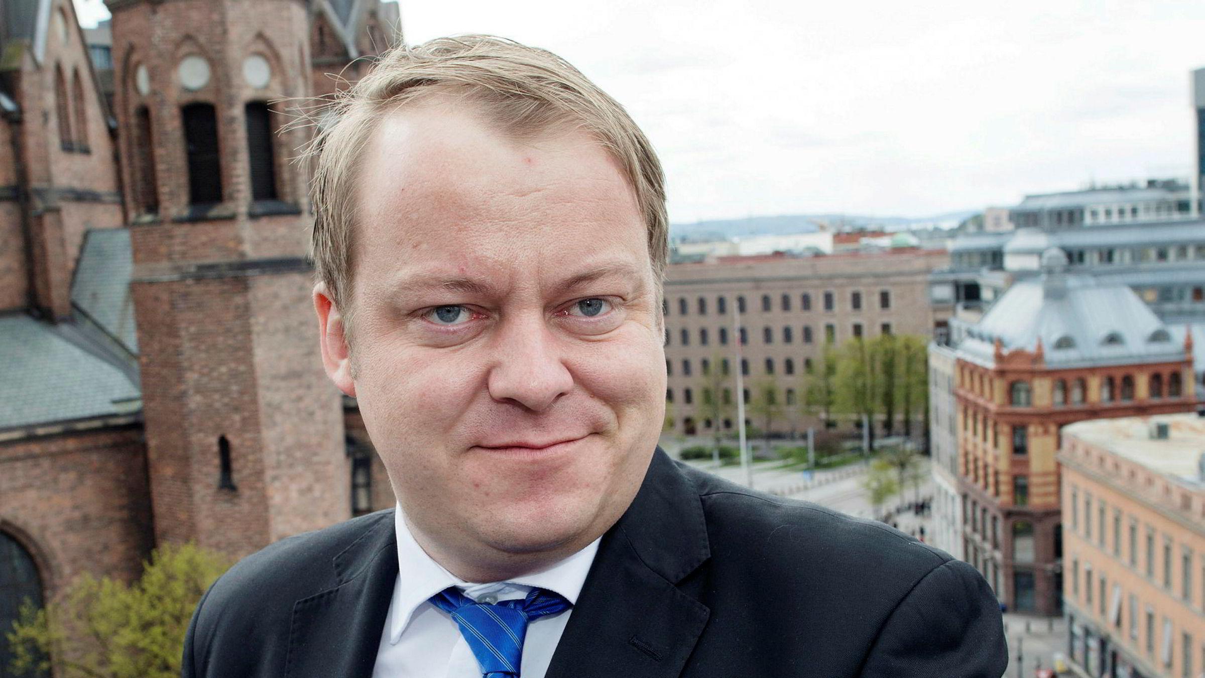 Leder Erlend Wiborg (Frp) av arbeids- og sosialkomiteen på Stortinget vil stoppe hullet som har åpenbart seg i velferdsstaten.