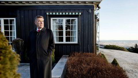 Stein Erik Hagen kaster seg inn i debatten om like innkjøpspriser. Her er han i sitt hjem Voksenhus i Holmenkollen.