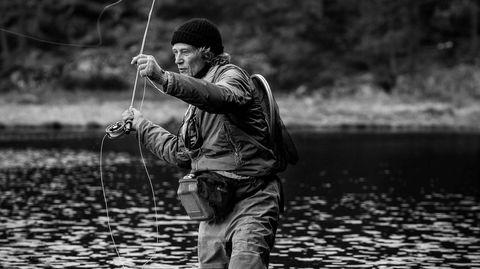 Ny vår. Fjærmyggen har begynt å klekke, fisken vaker – og Lars Nilssen har fått los.