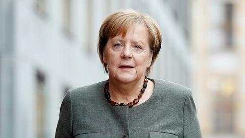Det tyske sosialdemokratiske partiet SPD avgjorde søndag at partiet vil innlede koalisjonsforhandlinger med Angela Merkels og CDU.