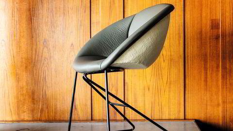 Gjenbruk. 35 originale Popcorn-stoler, designet av Sven Ivar Dysthe til museumsåpningen i 1968, er trukket om og satt i stand.