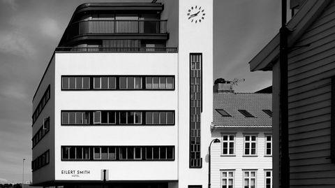 Funkis ved vannet. Eilert Smith ligger ytterst i Vågen, og forteller om en funksjonalistisk arkitekturarv i Stavanger-regionen som har fått for lite oppmerksomhet nasjonalt.