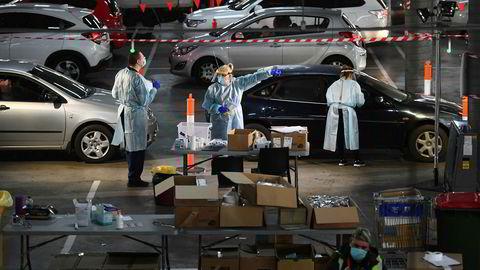 Det siste utbruddet av koronaviruset har skremt Australia, som de siste ukene har lempet på smitteverntiltakene etter å ha klart å stoppe spredningen. Nå settes soldater inn.