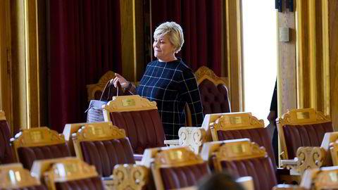 Flertallet i Hvitvaskingsutvalget ville at auksjonshusene skulle ha en plikt til å rapportere mistenkelige transaksjoner til Økokrim. Finansminister Siv Jensen og Finansdepartementet valgte å se bort fra dette da den nye Hvitvaskingsloven ble sendt til avstemning i Stortinget.