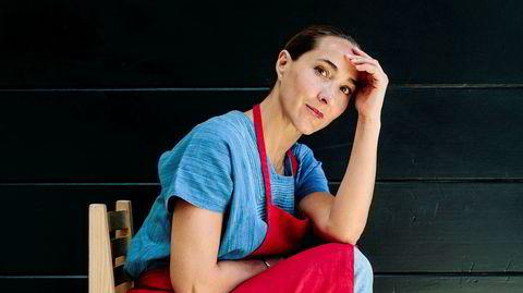 Tradisjonell. «God hjemmelaget mat er vanligvis bedre enn restaurantmat», skriver Gabriela Cámara i sin nye kokebok. Mens en ny generasjon mannlige latinamerikanske kokker har konkurrert om å være mest mulig nyvinnende, tar Cámara nesten alltid utgangspunkt i tradisjonelle retter.