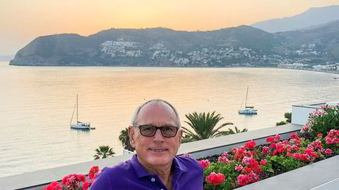 Hotelleier Karl Otto Skogland gir opp hotelldriften i Granada i Spania. – Det som nå skjer blir tidenes disaster for reiselivsindustrien i hele verden, mener han.