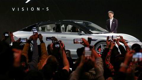 Sonys konsernsjef Kenichiro Yoshida lanserer selskapets elektriske bil Sony Vision-S i Las Vegas i USA.