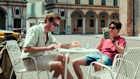 Fasit i sommersol. Armie Hammer og Timothée Chalamet i Luca Guadagninos «Call Me by Your Name» kan om ønskelig brukes som en slags fasit på hvordan motesommeren skal løses.