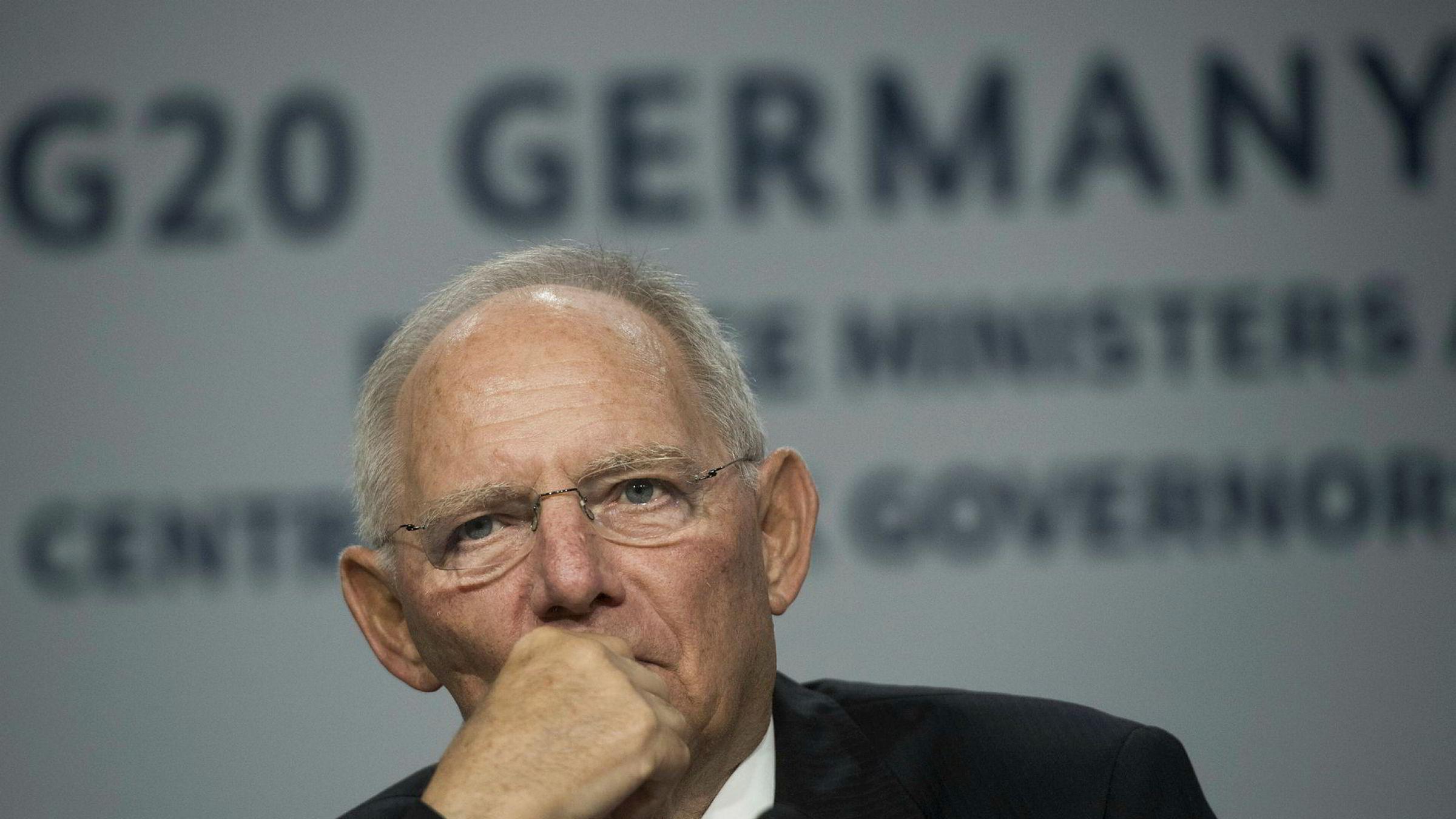 Avtroppende finansminister i Tyskland, Wolfgang Schäuble, er bekymret og ser en gryende ny finanskrise.