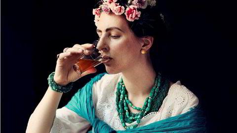 Mexico. «Skal man leke Frida Kahlo på bilder, får man i det minste la øyenbrynene møtes», skriver Torgrim Eggen om «Kvinnfolk».