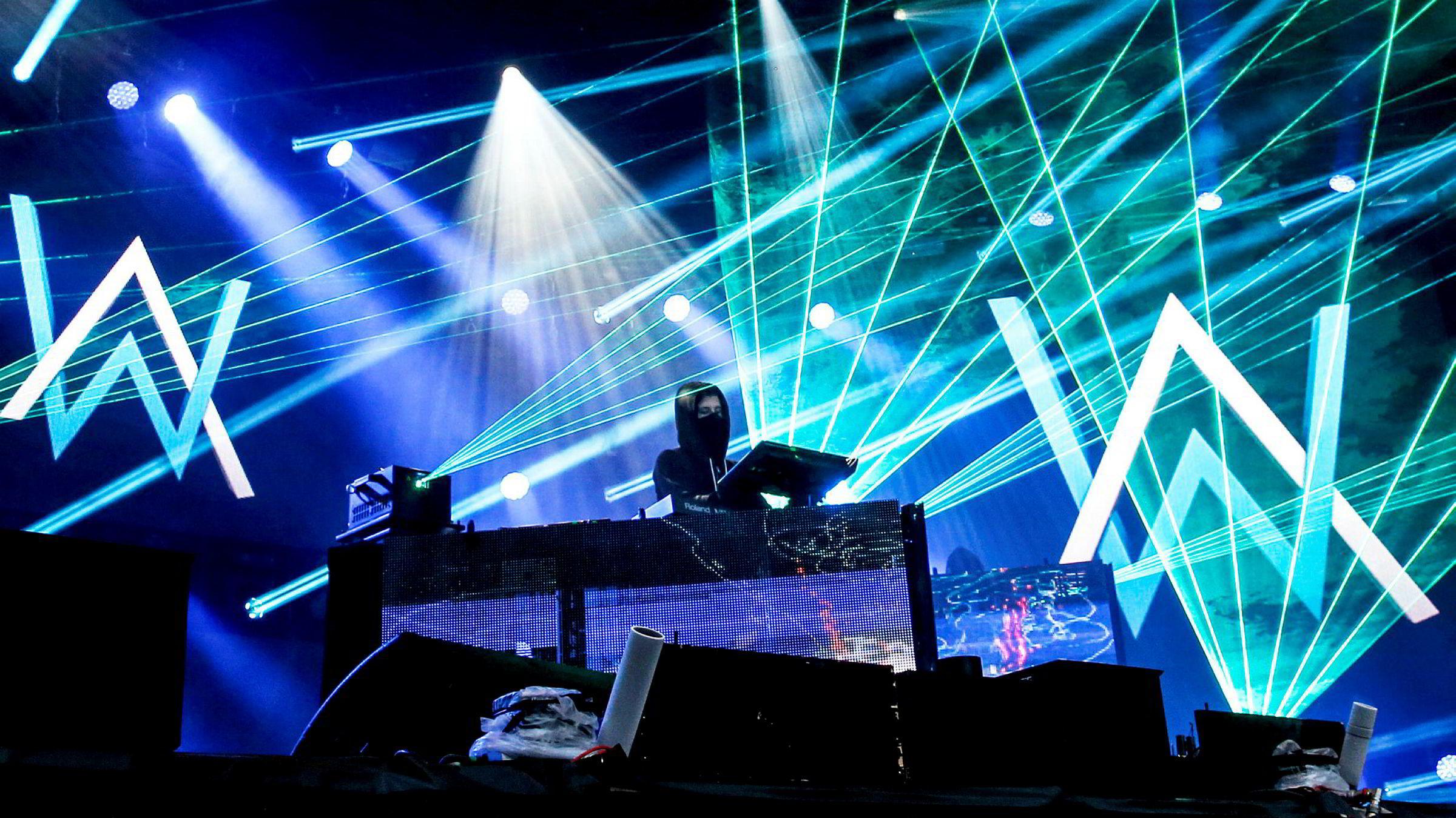 Alan Walker er en av artistene som strømmes mye gjennom Facebook. Her fra en konsert på Rådhusplassen.