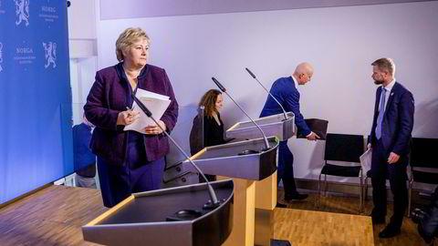 Torsdag 12. mars ga statsminister Erna Solberg (H) og helseminister Bent Høie (H) beskjed om å stenge ned store deler av samfunnet for å hindre smittespredning. Tiltakene ble fornyet en gang, og neste uke skal regjeringen bestemme om de fortsetter etter påske, eller om det blir endringer.