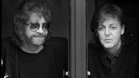 Paul McCartney fikk nytt syn på egen låtskriving under arbeidet med «Flaming Pie, som nå er flott nyutgitt. Her med produsent Jeff Lynne.
