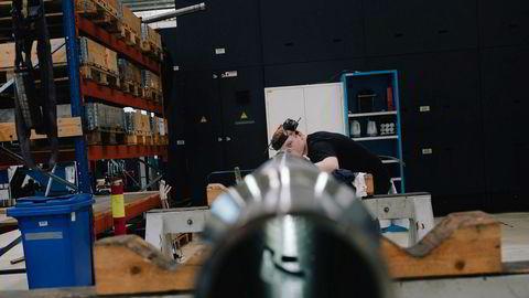 Uten pakken ville oljenæringen kuttet i investeringer og aktivitet som ville rammet arbeidsplasser langs hele kysten, skriver Siv Remøy-Vangen og Fride Solbakken. Her pågår arbeid på utstyr til oljebrønner i stavangerbedriften GMV.