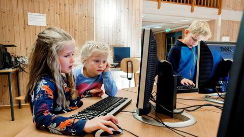Slik skoleverket er i dag, får ikke barna våre muligheten til å bli skapere av digital teknologi. De blir hensatt til rollen som rene forbrukere, i motsetning til barn i naboland som England og Finland, skriver innleggsforfatteren.