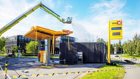 En hydrogentank eksploderte på en Uno X-stasjon på Kjørbo i Sandvika 10. juni 2019. Hva som vil skje med denne og andre ladestasjoner er ikke avklart.