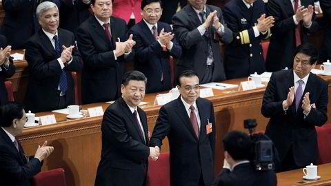 Kinas president Xi Jinping (til venstre) har forsterket posisjonen sin under Folkekongressen, statsminister Li Keqiang er svekket. Nå er et nytt økonomisk team på plass. Det skal lede Kina langt inn i neste tiår.