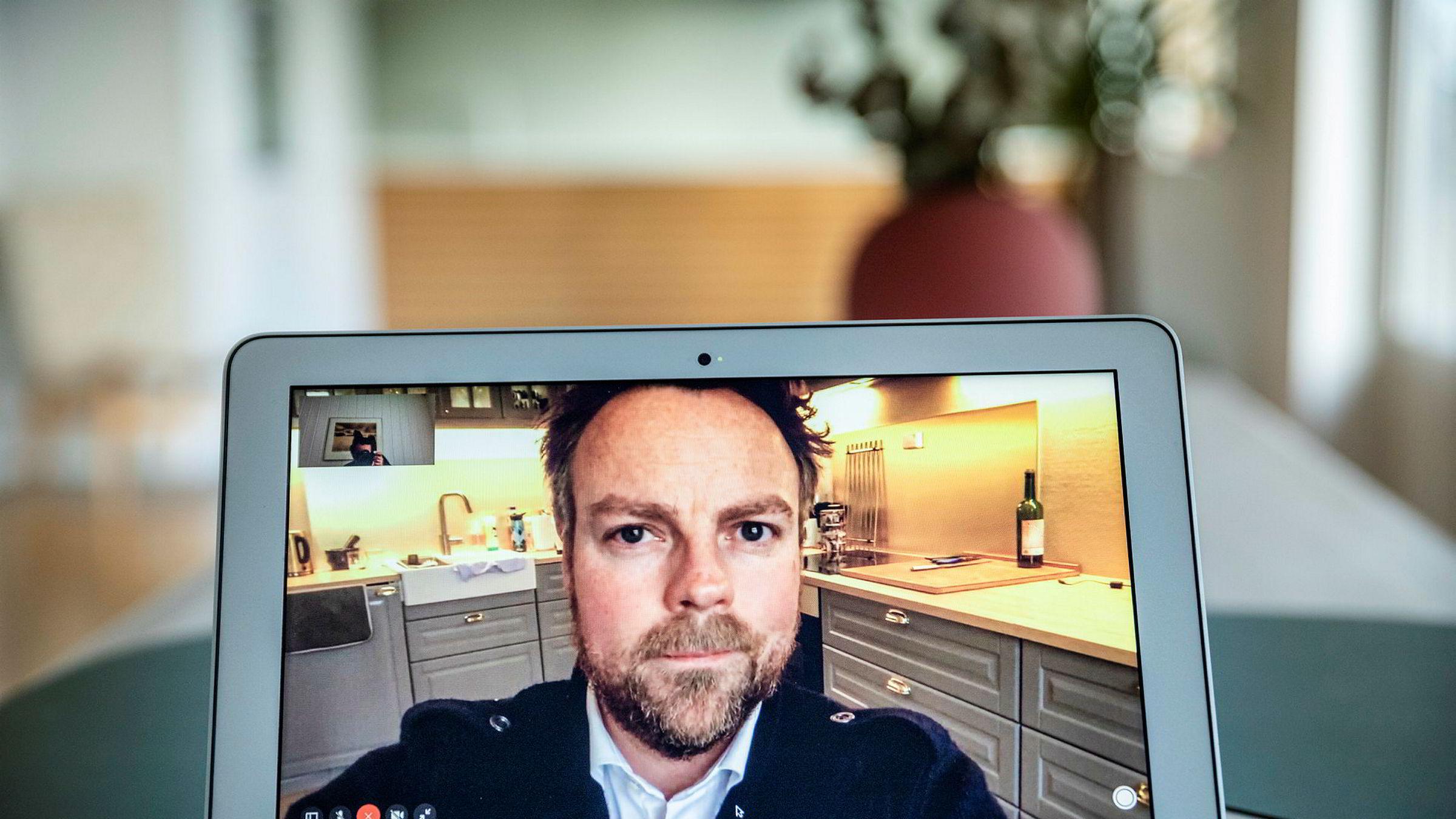 Arbeidsminister Torbjørn Røe Isaksen blir intervjuet fra hjemmekarantene av DN. Han fikk tidligere i uken påvist koronasmitte.