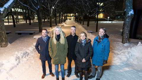 Et enstemmig rentepanel råder hovedstyret i Norges Bank til å holde renten i ro på møtet denne uken. F.v.: Ragnar Torvik, Kari Due-Andresen, Steinar Holden, Hilde C. Bjørnland og Knut Røed.