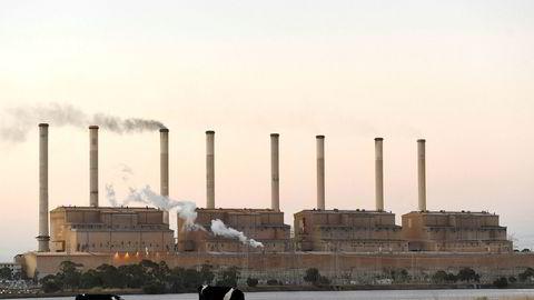 Australias kull forurenser mer enn vår olje og gass, men fordelene ved å regulere utvinning gjelder også for Norge. Her Hazelwood kullkraftverk i delstaten Victoria i Australia som har vært i drift i 52 år. Kraftproduksjonen ble offisielt stengt i mars 2017 av hensyn til miljømessige årsaker.