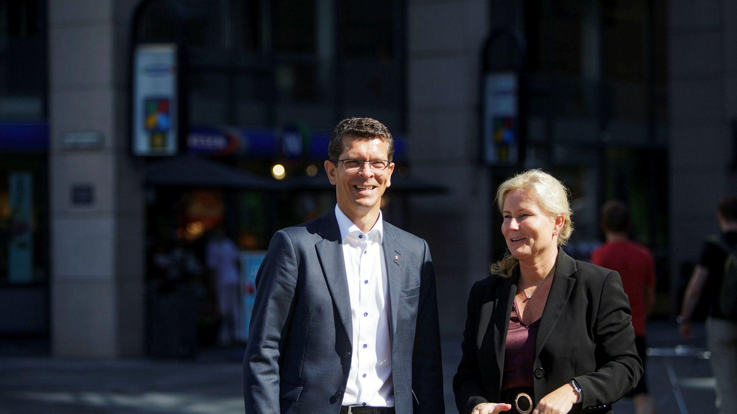 – Hydroid har utviklet seg veldig bra de årene vi har eid dem, sier konsernsjef Geir Håøy i Kongsberggruppen. Her med finansdirektør Gyrid Skalleberg Ingerø.