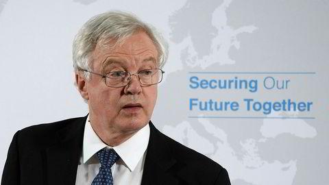 Storbritannias brexitminister David Davis skal ifølge britisk presse ha truet med å gå av om ikke regjeringens nye forslag til løsning for irskegrensa ble gjort tidsbegrenset. Foto: AP / NTB scanpix
