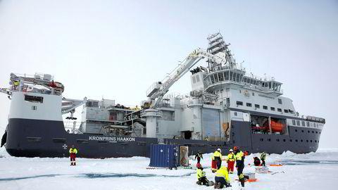 Til sommeren skal vi på et nytt forskningstokt med det nye forskningsskipet Kronprins Haakon til havområdene nord for Svalbard for å lete etter mer gull på havbunnen, skriver artikkelforfatterne.