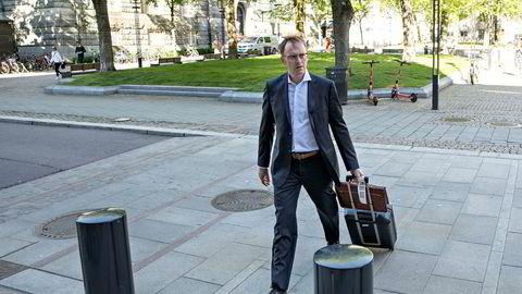 Noregs Banks representantskap har ikkje hatt noko møte sidan 11. juni. Her er representantskapsmedlemmet Morten Søberg på veg inn til møtet i Noregs Bank.