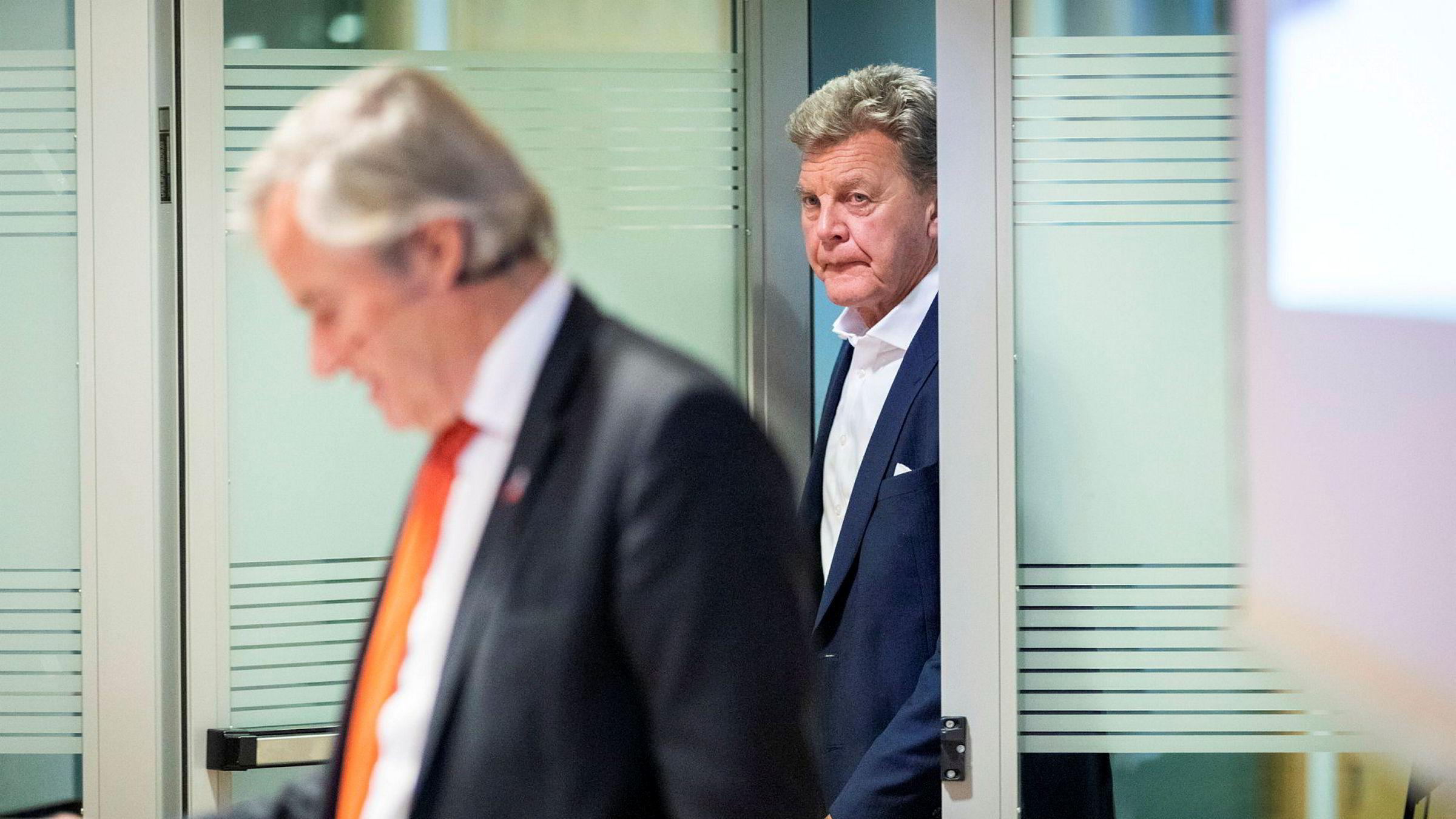 Bjørn H. Kise (bak), styreleder i HBK Holding, bekrefter at det går inn med friske penger i Norwegian. Her med Bjørn Kjos, som fortsatt er største eier, men som gikk av som toppsjef i juli i år.