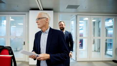 Konkurransetilsynet avholder pressekonferanse etter razziaene mot dagligvarehandelen. Konkurransedirektør Lars Sørgard (tv) og Sigurd Birkeland, leder for prosjekt dagligvare.