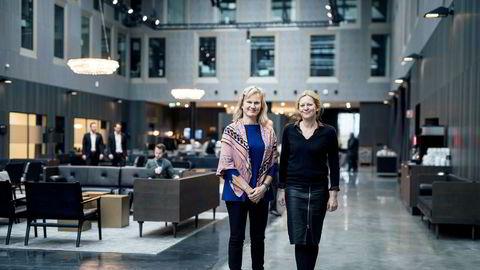 Administrerende direktør i NHO reiseliv Kristin Krohn Devold (til venstre) står sammen med sin kommunikasjonsdirektør Merete Habberstad inne i Clarion Hotel Air på Sola, et av rogalandshotellene som var ferdig akkurat da oljemarkedet sviktet.