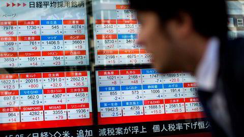 Nøkkelindeksene ved de største børsene i Asia er inne i en korreksjon etter et fall på over 10 prosent siden toppene ble nådd i januar. Nedgangen fortsetter på tirsdag.
