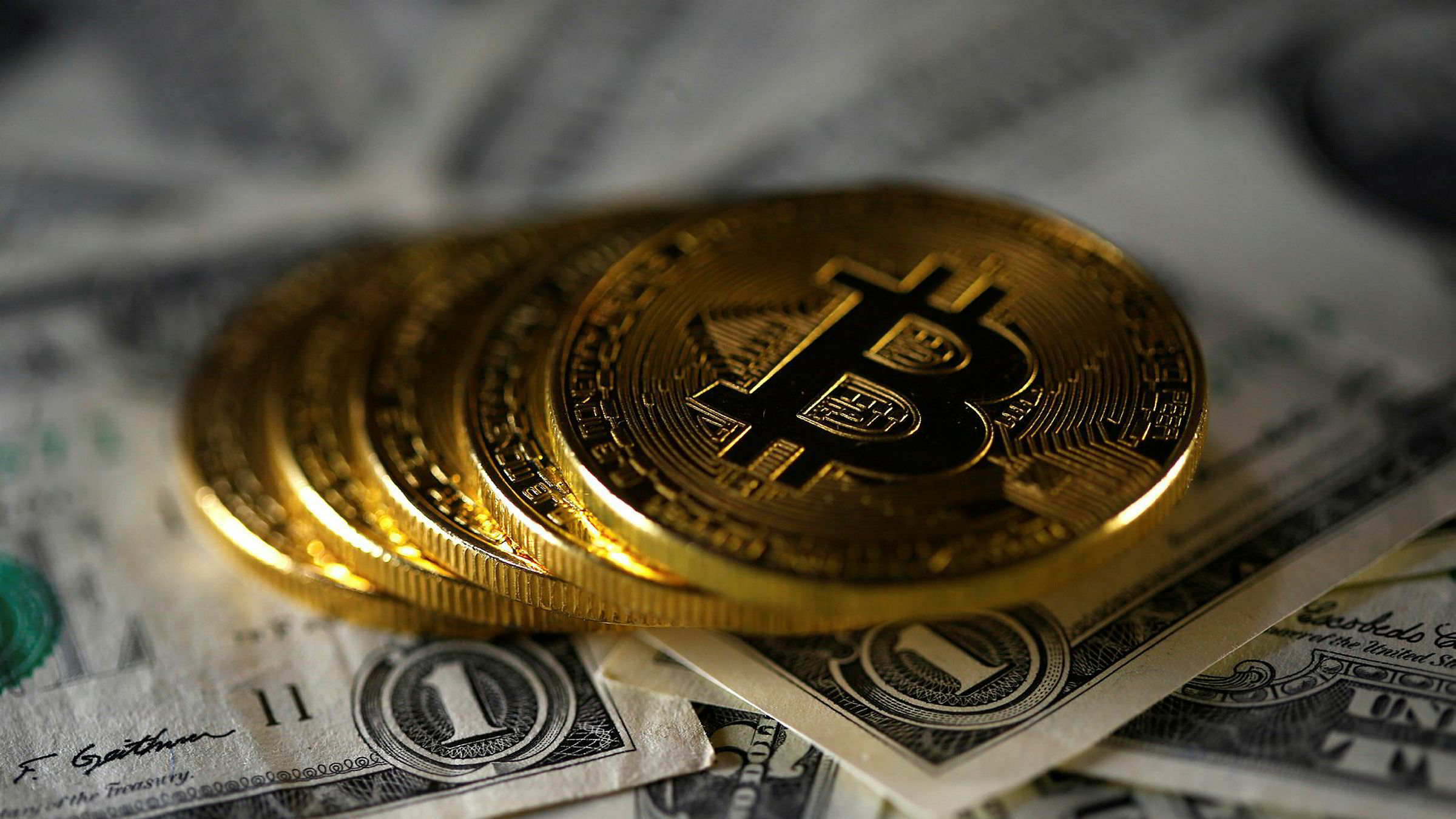 Bitcointilhengere har en merkelig fascinasjon for gull. De har fått det for seg at alt var bedre da pengemengden var gitt av sentralbankens gullbeholdning, skriver innleggsforfatteren.