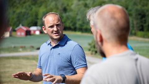 Landbruks- og matminister Jon Georg Dale besøker tørkerammede bønder i Vestfold torsdag.