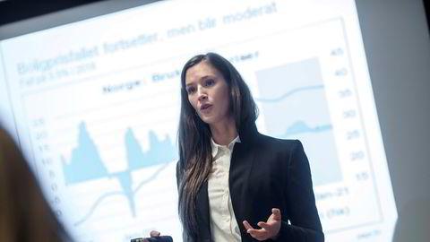 Jeanette Strøm Fjære har flere års erfaring fra Norges Bank og DNB Markets og med relevante verv som Norges Bank Watch, men blir av flere avfeid som «en student» fordi hun skal ta doktorgrad, skriver artikkelforfatteren.