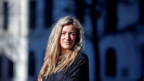 Advokat Agathe Løwenborg mener at å delta i en demonstrasjon med flere tusen deltagere hvor det er vanskelig å overholde smittevernregler ikke kan sammenlignes med å bade på Sørenga eller sole seg i en folksom park.