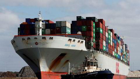 Den internasjonale skipsfartsindustrien advarer mot en kommende krise. Mannskap er enten isolert på skip eller venter hjemme og kommer seg ikke ut på jobb på grunn av reiserestriksjoner.