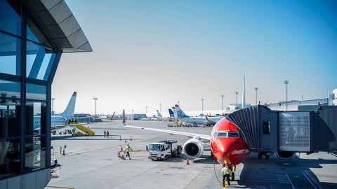 Sterk økning i innrapporteringer om «pilot fatigue» blant piloter og kabinpersonale i Danmark. Bildet viser SAS- og Norwegian-fly på Kastrup i København.