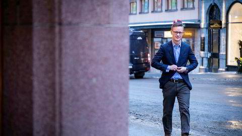 Sjeføkonom Bjørn-Roger Wilhelmsen i Nordkinn Asset Management mener kronekursen ikke kommer til å styrke seg før enten oljeprisen stiger eller frykten for koronaviruset avtar.