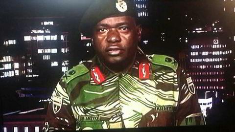 General Sibusiso Moyo kunngjorde på tv onsdag morgen at militæret har overtatt makten og at president Robert Mugabe er pågrepet.