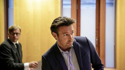 Gunnar Ryan Wiik før rettssaken mot WR Entertainment. Bak til venstre – advokat Ole Tokvam.